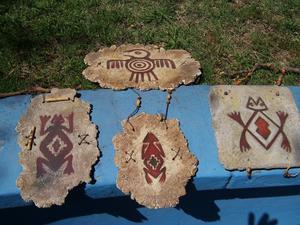 3 adornos colgantes en pasta piedra pesos 200