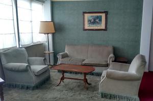 2 sillones de tela 1 cuerpo con resortes estilo posot class for Sillones de estilo
