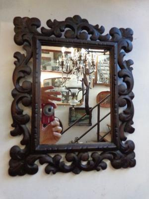 Exquisito espejo de marco antiguo. Antigua Saudade