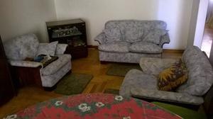 Juego de Living en madera y cuerina 3 unid + mesa TV