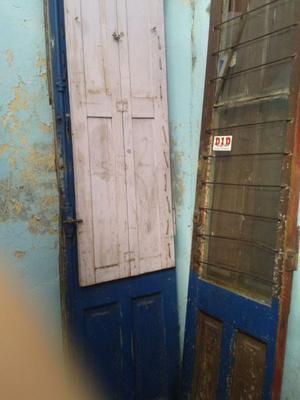 Puertas de madera antiguas muy altas hoja posot class for Puertas dobles antiguas