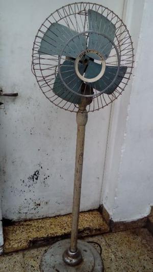 Ventilador antiguo de pié,Siam, funcionando