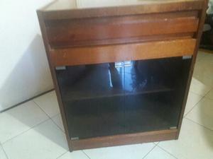 Mueble para Tv de madera con cajón y 2 puertas de vidrio.