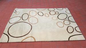 Hermosa alfombra moderna muy linda y en excelente estado