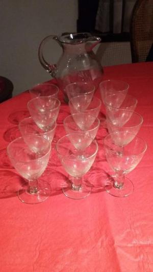 antiguo juego de 12 copas y jarra cristal tallado