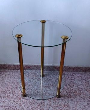 mesa auxiliar de vidrio y bronce