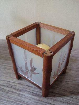 portavela de vidrio con dibujos esmerilados y madera,
