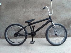 Vendo bicicleta BMX, $