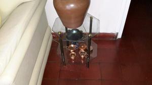 Mesa ratona de vidrio y bronce