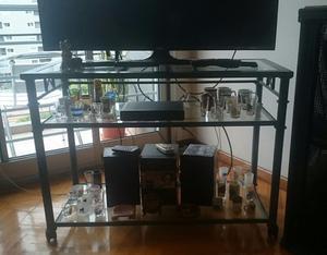 Mesa de TV de hierro patinado azul con 3 estantes de vidrio