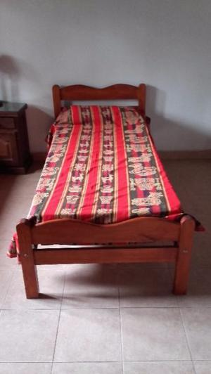 Vendo 2 camas de algarrobo con colchones y una cama nido