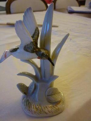 figura de porcelana sevilla  firmada