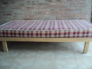 cama turca de una plaza, muy buen estado
