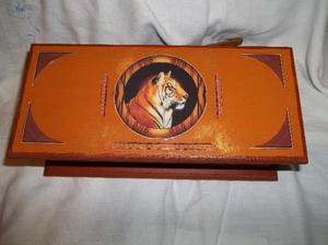caja de te de 3 div. con tigre en la tapa