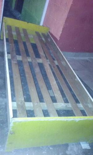 Cama de madera de pino 1 plaza sólo falta pintar