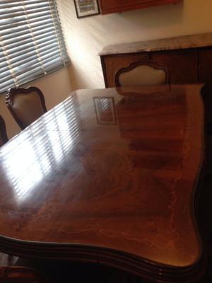 Juego de sillas mesa y modular madera labrada impecable
