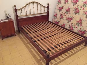 Vendo cama matrimonial dos plazas madera y bronce muy buen