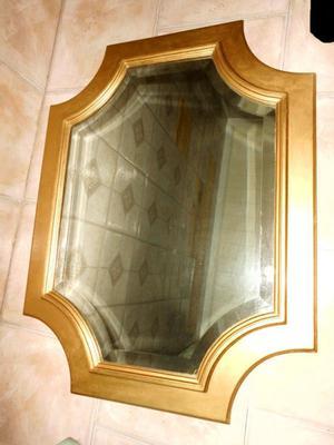 Marco cuadrado dorado con espejo agronom a posot class for Espejo con marco biselado