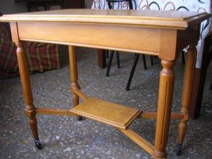 Mesa Tv madera, firme, con rueditas.Liquido