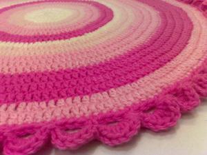 Alfombras tejidas al crochet con totora pie posot class for Alfombras artesanales tejidas a mano