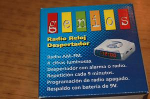 RADIO RELOJ DESPERTADOR GENIOS EN SU CAJA ORIGINAL SIN USO
