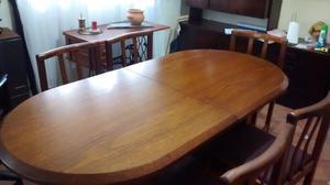 Mesa enchapada en roble y seis sillas La Plata