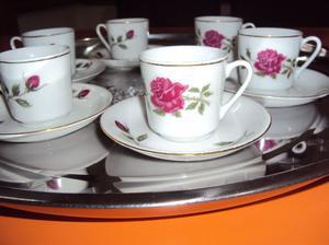 pocillos d café porcelana china con bordes en oro muy fino