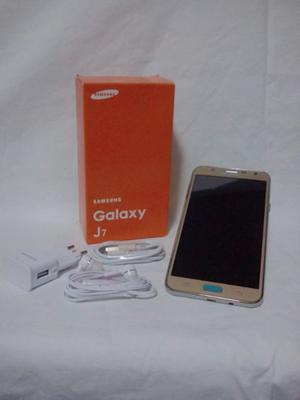 Samsung Galaxy J7 Dorado en su Caja