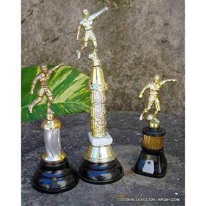 3 trofeos de futbol plasticos el precio es por el lote