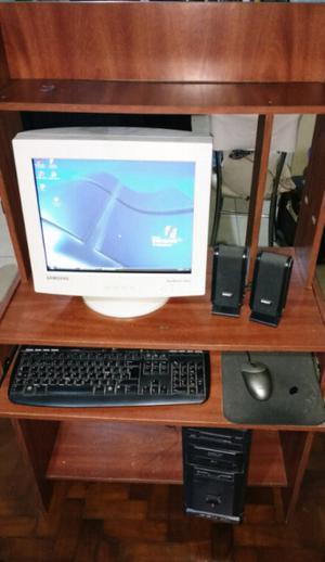Pc de escritorio y mueble