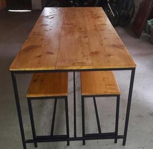 mesa con dos bancos
