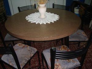 vendo mesa y 6 sillas en muy buen estado