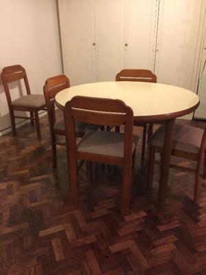 Juego de mesas y 6 sillas.
