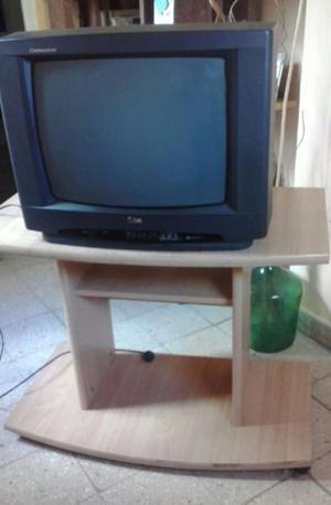 Mesita y tv LG
