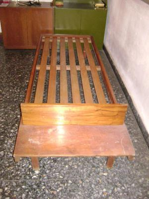 cama de madera en muy buen estado
