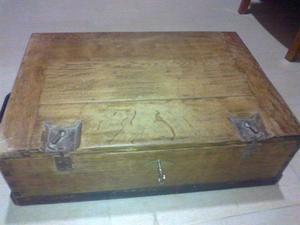 cofre antiguo de madera macisa