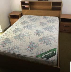 Juego de dormitorio colchón cama mesa de luz