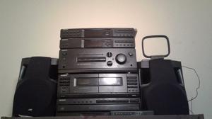 Minicomponente Sony con Parlantes Casettes y Radio - CD NO