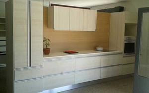 Mesa ratona decorada con venecitas posot class for Presupuesto muebles de cocina