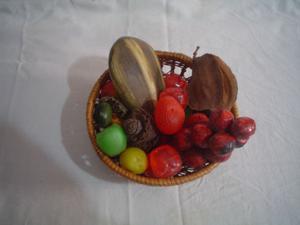 Cesto de mimbre, con frutas artificiales Ø 15