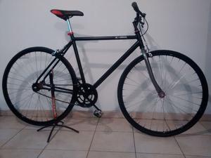 Vendo bici urbana. Liviana y rápida. Rodado 28.
