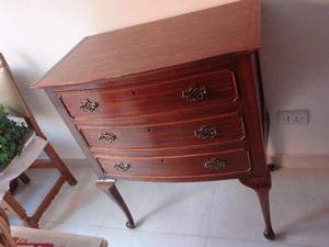 Vendo cómoda antigua en madera de lingue, excelente estado