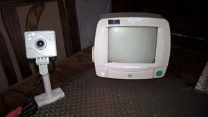 cámara de seguridad y monitor blanco y negro