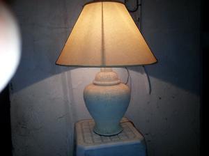 decorativa lampara de mesa o recibidor