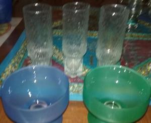 3 vasos finos 13 cm de alto + 2 copas de color 7 cm de alto