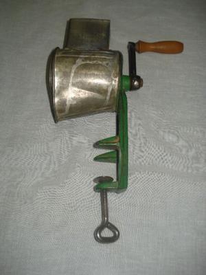 Máquina de rallar pan antigua (muy buen estado)