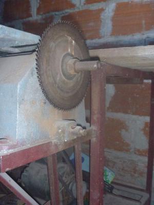 vendo mesa de trabajo con cierra para maderas