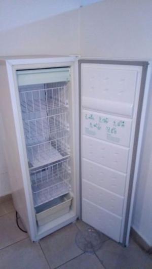 Freezer Eslabón de lujo, sin uso.