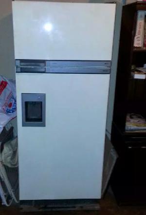 Heladera Con Freezer Philips Tropical Con Juguera Exterior