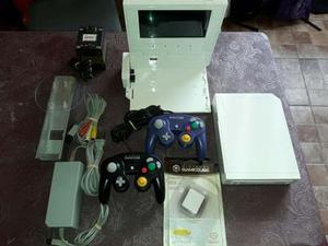 Nintendo Wii + Pantalla Lcd 7 + 2 Joys Gamecube Y Memory
